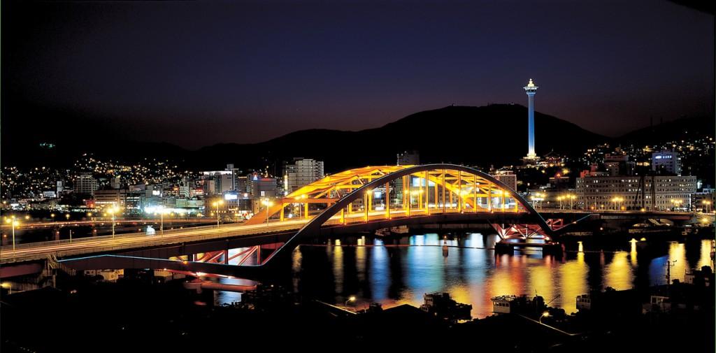 3820512201100032r_Night-View-of-the-Busan-Bridge